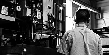 Linear processing machine